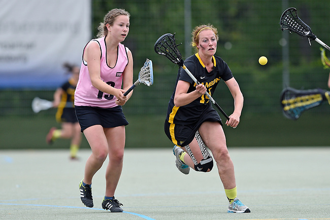 GER - Hannover, Germany, May 31: During the Women Lacrosse Playoffs 2015 match between KIT SC Karlsruhe (pink) and HTHC Hamburg (black) on May 31, 2015 at Deutscher Hockey-Club Hannover e.V. in Hannover, Germany. Final score 3:18. (Photo by Dirk Markgraf / www.265-images.com) *** Local caption ***