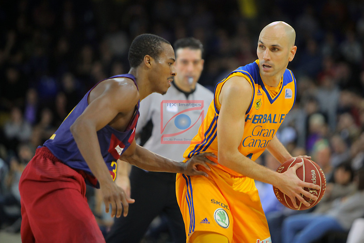 League ACB-ENDESA 2016/2017. Game: 11.<br /> FC Barcelona Lassa vs Herbalife Gran Canaria: 79-78.<br /> Albert Oliver vs Alex Renfroe.