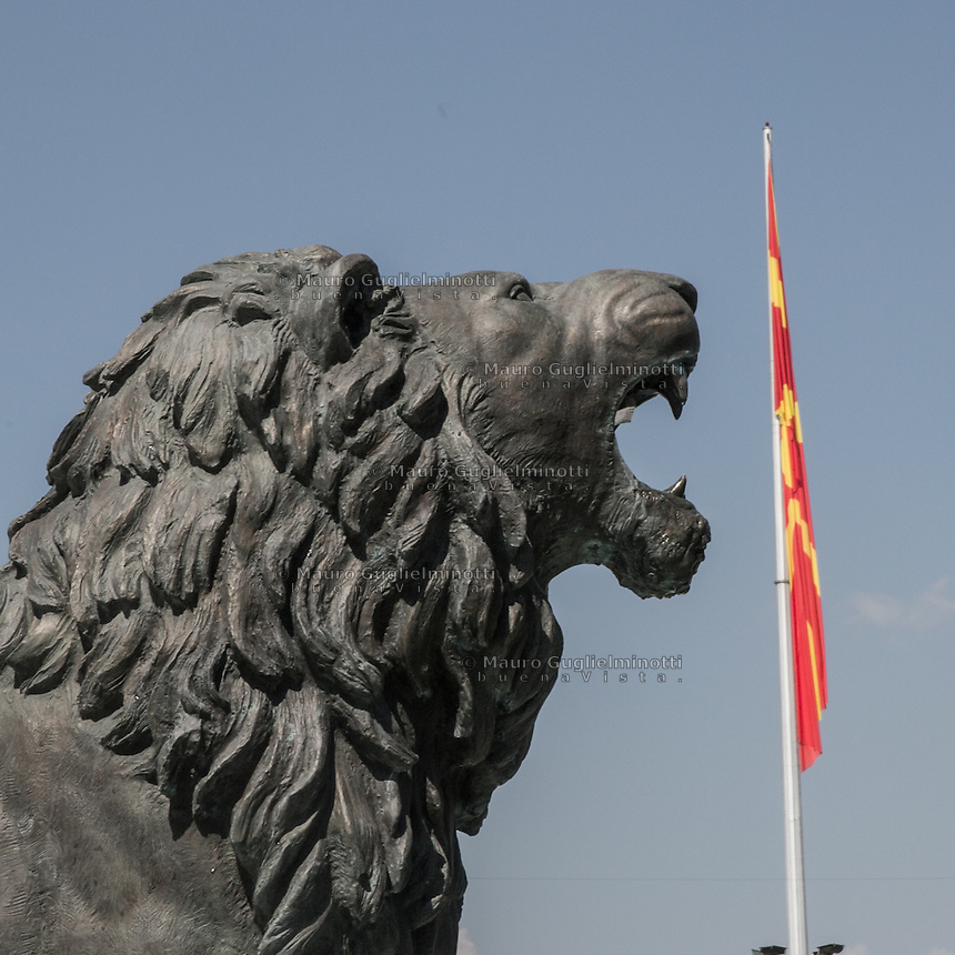 Piazza principale di Skopjie, grandiosi monumenti per incitare al nazionalismo  Skopjie main square, monuments to increase nationalism<br />