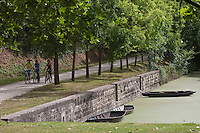 Europe/France/Poitou-Charentes/79/Deux-Sèvres/Marais Poitevin: Saint-Georges-de-Rex: Promenade en vélo sur le Port AUTO N°2010-110 et AUTO N°2010-111