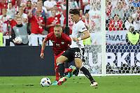 Mario Gomez (D) gegen Kamil Glik (POL) - EM 2016: Deutschland vs. Polen, Gruppe C, 2. Spieltag, Stade de France, Saint Denis, Paris
