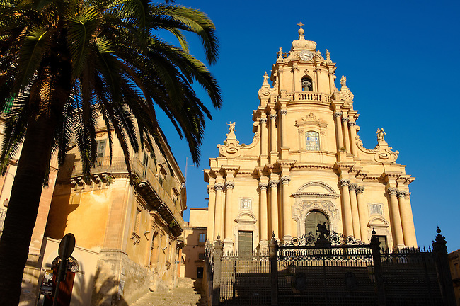 Baroque cathedral of St George designed by Rosario Gagliardi , Plaza Duomo, Ragusa Ibla, Sicily.