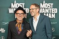 Michael Stipe (links) und Anton Corbijn  nehmen am Donnerstag (04.09.{year2) in Berlin an der Premier des Films  &quot;A Most Wanted Man&quot;, bei dem Corbijn die Regie f&uuml;hrte teil.<br /> Foto: Axel Schmidt/CommonLens