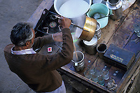 """Asie/Inde/Rajasthan/Jaipur: Marchand de thé """"Chalwallah"""" près du Palais des Vents (1799)"""