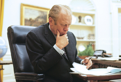 United States President Gerald R. Ford works in the Oval Office at the White House in Washington, D.C. sometime during March, 1975.<br /> Credit: Arnie Sachs / CNP