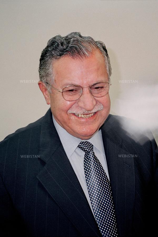Irak, Souleymanye, Octobre 2002<br />Portrait de Jalal Talabani, fondateur de l&rsquo;Union Patriotique du Kurdistan (UPK).<br />Pr&eacute;sident de la R&eacute;publique d&rsquo;Irak de 2005 &agrave; 2014, Jalal Talabani est mort &agrave; l'&acirc;ge de 83 ans mardi 3 octobre 2017. Victime d'une attaque cardiaque en 2012, son &eacute;tat s'&eacute;tait consid&eacute;rablement aggrav&eacute;, n&eacute;cessitant qu'il soit transport&eacute; en Allemagne peu avant le r&eacute;f&eacute;rendum pour l'autonomie du Kurdistan irakien du 25 septembre 2017.<br />N&eacute; en 1933, il &eacute;tait per&ccedil;u comme le v&eacute;ritable rival de l'actuel pr&eacute;sident du Kurdistan irakien, Massoud Barzani. Il avait combattu en personne durant la grande r&eacute;volte kurde de 1961, et s'&eacute;tait dress&eacute; contre Saddam Hussein et l'oppression de ses troupes &agrave; l'encontre du peule kurde. <br /><br />Iraq, Sulaymaniyah, October 2002<br />Portrait of Jalal Talabani, founder of the Patriotic Union of Kurdistan (PUK).<br />President of the Republic of Iraq from 2005 to 2014, Jalal Talabani died at the age of 83 on Tuesday, October 3rd, 2017. He suffered a heart attack in 2012. As his condition had worsened considerably, he was transported to Germany shortly before the referendum in the autonomy of Iraqi Kurdistan on September 25th, 2017.<br />Bornin 1933, he was perceived as the real rival of the current president of Iraqi Kurdistan, Massoud Barzani. He had fought in person during the great Kurdish revolt of 1961, and had stood up against Saddam Hussein and the oppression of his troops against the Kurdish people.
