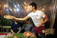 I deputati dl movimento cinque stelle Roberto Fico, Luigi di Maio e Alessandro Di Battista fanno i camerieri in pizzeria durante una cena di autofinanziamento per la campagna elettorale di Valeria Ciarambino candidata  alla presidenza della regione Campania<br /> foto ciro de luca