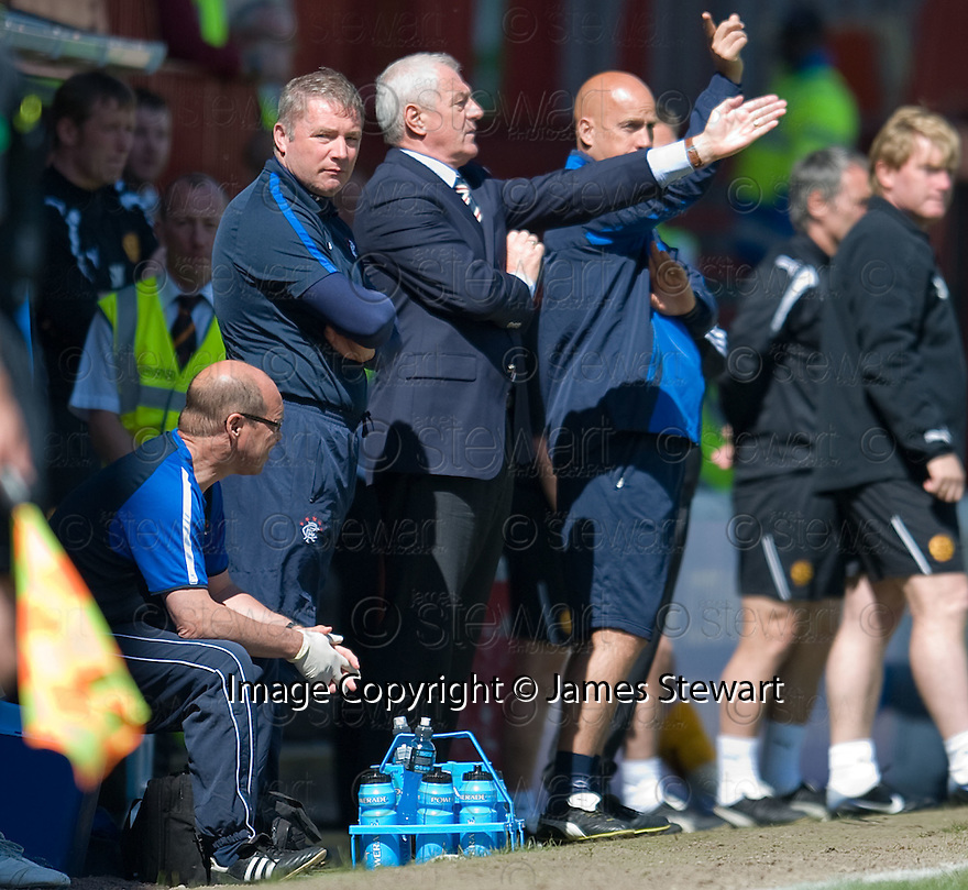 :: RANGERS ASSISTANT MANAGER ALLY MCCOIST AND MANAGER WALTER SMITH ::