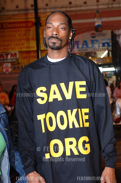 SNOOP DOGG at the world premiere, in Hollywood, of Get Rich or Die Tryin'..November 2, 2005  Los Angeles, CA..© 2005 Paul Smith / Featureflash