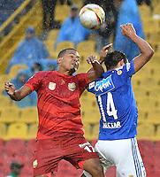 BOGOTA - COLOMBIA -30 -07-2016: David Silva (Der) jugador de Millonarios disputa el balón con Hilton Murillo (Izq) jugador de Rionegro Águilas durante partido por la fecha 6 de la Liga Aguila II 2016 jugado en el estadio Nemesio Camacho El Campin de la ciudad de Bogota./ David Silva (R) player of Millonarios fights for the ball with Hilton Murillo (L) player of Rionegro Aguilas during match for the date 6 of the Liga Aguila II 2016 played at the Nemesio Camacho El Campin Stadium in Bogota city. Photo: VizzorImage / Gabriel Aponte / Staff.