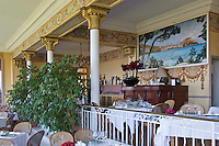 Europe/France/2A/Corse du Sud/Piana: Hôtel-Restaurant: Les Roches Rouges - La Salle de restaurant classée Monument Historique, années 1920,  elle  présente un décor peint de motifs floraux et fruitiers au-dessus d'une corniche