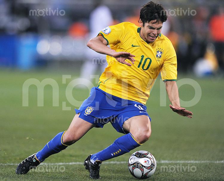 Fussball  International FIFA Confederations Cup 2009  18.06.2009 USA - Brailien KAKA (BRA)  am Ball