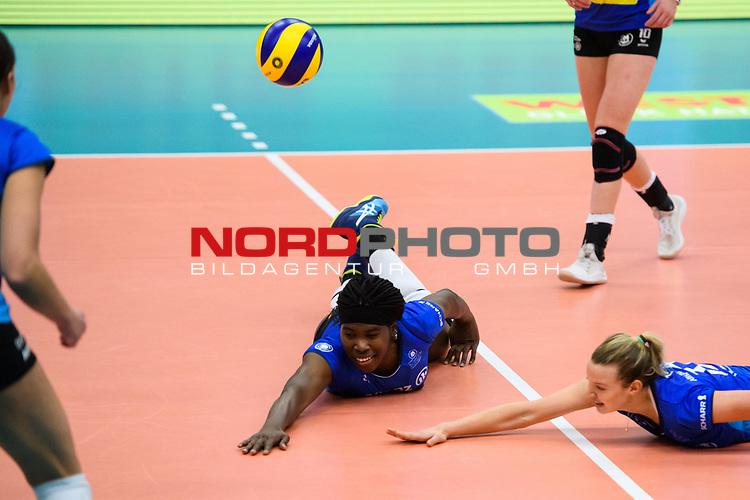 02.12.2018, Halle Berg Fidel, Muenster<br />Volleyball, Bundesliga Frauen, Normalrunde, USC MŸnster / Muenster vs. Allianz MTV Stuttgart<br /><br />Abwehr Krystal Rivers (#13 Stuttgart), Paige Tapp (#17 Stuttgart)<br /><br />  Foto &copy; nordphoto / Kurth