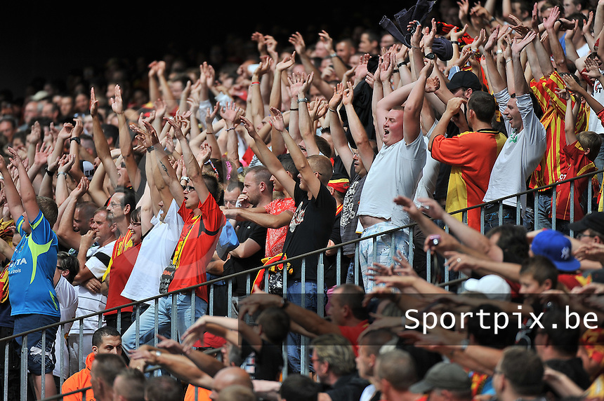 RC Lens - AJ Auxerre : the Lens Public happy with the game and starting the wave <br /> foto David Catry / nikonpro.be
