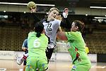 v. li. im Zweikampf &nbsp; Marlene Windisch (Frisch Auf Goeppingen Frauen), Ivana Sazdovski (Vulkan-Ladies Koblenz/Weibern) mit Ball und Ania Roesler (Frisch Auf Goeppingen Frauen)<br />  im Spiel TPSG FA Goeppingen - VL Koblenz / Weibern.<br /> <br /> Foto &copy; P-I-X.org *** Foto ist honorarpflichtig! *** Auf Anfrage in hoeherer Qualitaet/Aufloesung. Belegexemplar erbeten. Veroeffentlichung ausschliesslich fuer journalistisch-publizistische Zwecke. For editorial use only.