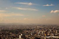 SAO PAULO, SP, 16 DE AGOSTO DE 2012 - CLIMA TEMPO - Poluicao do ar na regiao da zona norte da cidade, e vista do alto do edificio Altino Arantes, nesta tarde de quinta-feira, 16, na zona central da cidade. FOTO RICARDO LOU - BRAZIL PHOTO PRESS