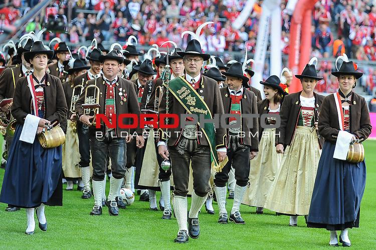 04.10.2015, Allianz-Arena, Muenchen, GER, Bundesliga, 8. Spieltag, FC Bayern Muenchen vs Borussia Dortmund, im Bild<br /> <br /> Es ist Wiesnzeit in  Muenchen<br /> <br /> Foto &copy; nordphoto / Schreyer