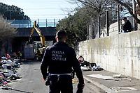 Roma, 12 Marzo 2019<br /> Tor Sapienza<br /> Esercito e polizia al campo Rom di via Salviati<br /> Operazioni di bonifica e di messa in sicurezza della zona di fronte al campo rom di Via Salviati con pattugliamenti di soldati dell'esercito della Brigata Sassari e della Polizia di Roma Capitale contro i roghi tossici