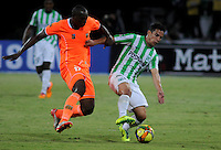 MEDELLIN - COLOMBIA -04-05-2014: Diego Arias (Der.) jugador de Atletico Nacional disputa el balón con Yilmar Angulo (Izq.) jugador de Envigado FC durante partido de vuelta entre Atletico Nacional y el Envigado FC por los cuartos de final de la Liga Postobon I 2014, jugado en el estadio Atanasio Girardot de la ciudad de Medellin.  / Diego Arias (R), player of Atletico Nacional fights for the ball with Yilmar Angulo (L) player of Envigado FC during a match for the second leg between Atletico Nacional and Envigado FC for the quarter of finals the Liga Postobon I 2014 at the Atanasio Girardot stadium in Medellin city. Photo: VizzorImage. / Luis Rios / Str.