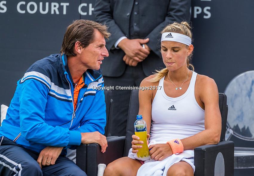 Den Bosch, Netherlands, 16 June, 2017, Tennis, Ricoh Open,  Arantxa Rus (NED) with coach Paul Haarhuis<br /> Photo: Henk Koster/tennisimages.com