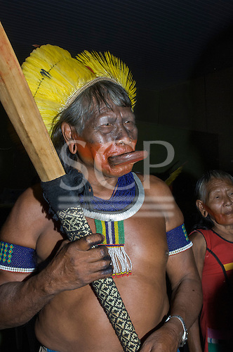 Colider, Mato Grosso State, Brazil. Cacique Raoni addressing the meeting of Kayapo, Panara, Kayabi, Apiaka and Terena Indians with Federal, State and Municipal government representatives to discuss the paving of the BR-163 Santarem to Cuiaba Highway.