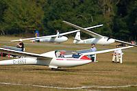 LS4: EUROPA, DEUTSCHLAND, HAMBURG 24.09.2005:Bundesjugendvergleichsfliegen 2005 in Hamburg Boberg, Segelflugzeug, LS 4 bei Ziellandung