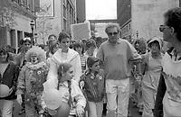 Celine Dion et Serge Laprade prennent part a la marche benefice contre la Fibrose Kystique, le 31 Mai 1985.<br /> <br /> PHOTO : Pierre Roussel -  Agence Quebec presse