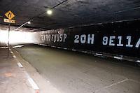 SÃO PAULO-SP-01,10,2014-MEDICINA USP/TÚNEL PAULISTA PINTADO- Estudantes da USP-MEDICINA pintam túnel que dá acesso à Avenida Rebouças vindo da Avenida Paulista para festa.Na fim da manhã dessa Quarta-Feira,01 (Foto:Kevin David/Brazil Photo Press)