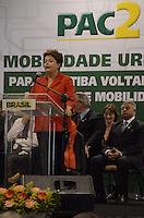 CURITIBA, PR, 29.10.2013 - DILMA ROUSSEFF / CURITIBA - A presidente da Republica Dilma Rousseff durante cerimônia de anúncio de investimentos do PAC Mobilidade Urbana no Espaco Torres em Curitiba nesta terca-feira, 29 (Foto: Roberto Dziura Jr. / Brazil Photo Press).