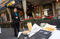 Un flute contenente il cocktail Bellini all'esterno dell'Harry's Bar in Via Veneto a Roma.<br /> A glass of Bellini cocktail at Harry's bar in Via Veneto, Rome, Italy.<br /> UPDATE IMAGES PRESS/Riccardo De Luca