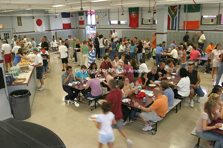WATERBURY,  CT 28 August 2005 -082805BZ02- Dozens of people enjoy food during a welcome picnic for incoming freshman students at Sacred Heart High School Sunday afternoon. <br /> Jamison C. Bazinet / Republican-American