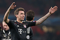 19.02.2013, Emirates Stadion, London, ENG, UEFA Champions League, FC Arsenal vs FC Bayern Muenchen, Achtelfinale Hinspiel, im Bild Mario MANDZUKIC (FC Bayern Muenchen - 9) bedankt sich bei den Fans - feiert // during the UEFA Champions League last sixteen first leg match between Arsenal FC and FC Bayern Munich at the Emirates Stadium, London, Great Britain on 2013/02/19. EXPA Pictures © 2013, PhotoCredit: EXPA/ Eibner/ Ben Majerus..***** ATTENTION - OUT OF GER *****