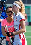 AMSTELVEEN - coach Tina Bachmann (OR) met Yibbi Jansen (OR)   na  de hoofdklasse competitiewedstrijd hockey dames,  Amsterdam-Oranje Rood (5-2). COPYRIGHT KOEN SUYK