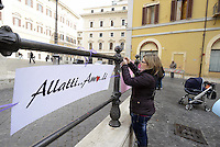Roma, 18 Febbraio 2013.Piazza Montecitorio.Flash Mob avanti al Parlamento di mamme , donne e ostetriche per favorire la pratica di allattamento al seno anche in pubblico