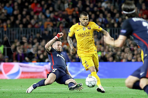 05.04.2016 Nou Camp, Barcelona, Spain. Uefa Champions League Quarter-finals 1st leg. FC Barcelona against Atletico de Madrid.  Alves in action challenged by Saul