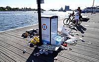 Nederland - Amsterdam - 2018. Veel zwerfvuil op straat de dag na de Canal Pride.   Foto Berlinda van Dam / Hollandse Hoogte.