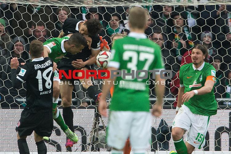 04.04.2015, Weser Stadion, Bremen, GER, 1.FBL. Werder Bremen vs 1. FSV Mainz 05, im Bild<br /> <br /> <br /> Daniel Brosinski (FSV Mainz 05)<br /> Franco Di Santo (Bremen #9)<br /> Loris Karius (FSV Mainz 05 #21)<br /> <br /> <br /> Foto &copy; nordphoto / Kokenge