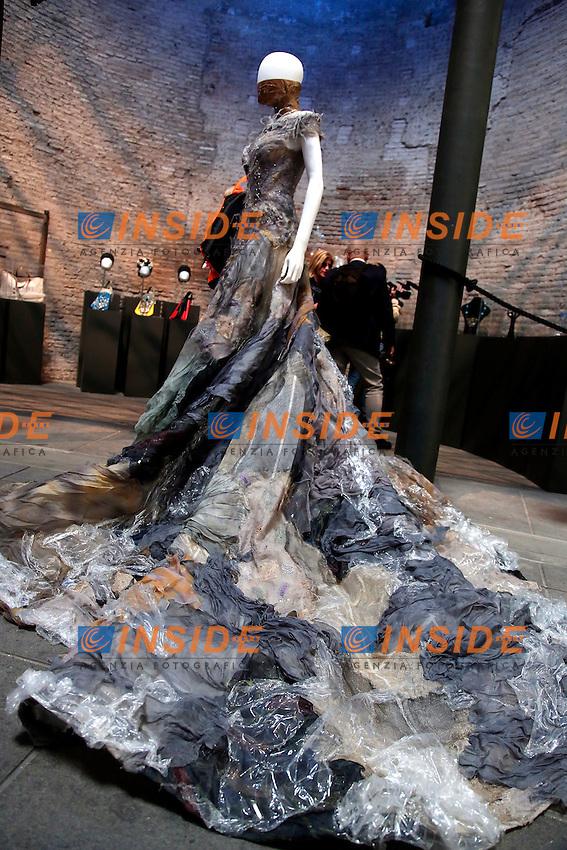 Guillermo Mariotto e Gattinoni<br /> Roma 03-04-2016 Terme di Diocleziano. Mostra 'In Acqua: H2O molecole di creativita'. Decine di stilisti hanno creato, per l'occasione, abiti, accessori e gioielli che richiamano l'acqua.<br /> Diocleziano Thermae. Exhibition 'In water: H2O molecules of creativity'.Tens of famous stylists created dresses, accessories and jewels that recall water.<br /> Photo Samantha Zucchi Insidefoto