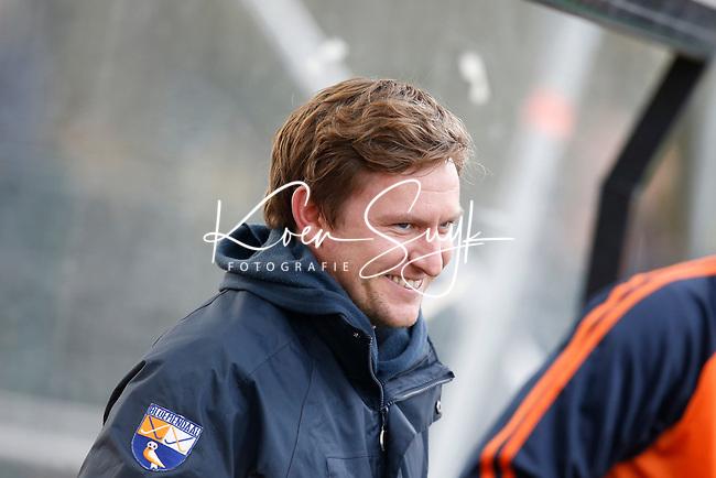 BLOEMENDAAL - Bloemendaal-Amsterdam (2-1) .  Bl'daal  coach Laurence Docherty .   COPYRIGHT  KOEN SUYK