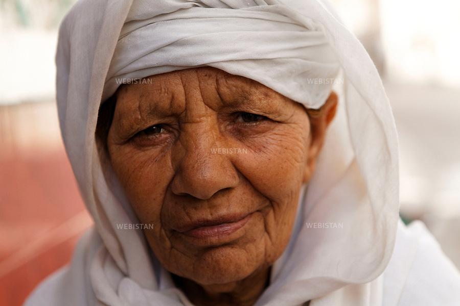 Algerie. Oran. 09 Avril 2011.Portrait d'une femme (&laquo; hadja &raquo;). Le terme &laquo; hadja &raquo; designe les personnes qui ont accompli le pelerinage de la Mecque.<br /> <br /> <br /> Algeria, Oran. April 9th 2011<br /> Portrait of a woman (&quot;haja&quot;). The term &quot;haja&quot; is designated to those who have made the pilgrimage to Mecca.