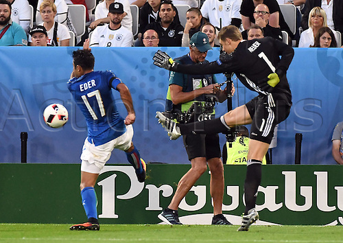02.07.2016. Bordeaux, France. 2016 European football championships. Quarterfinals match. Germany versus Italy.  Eder (Italy) sees Manuel Neuer (Ger) clear from the edge of his box