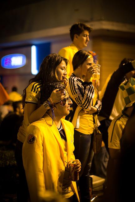 Hinchas colombianos celebran durante  la noche en Belo Horizonte el  triunfo de Colombia 3-0 sobre Grecia el 14 Junio 2014<br /> <br /> <br /> Foto: Lorenzo Moscia/Archivolatino<br /> <br /> COPYRIGHT: Archivolatino<br /> Solo para uso editorial, prohibida su venta y su uso comercial.