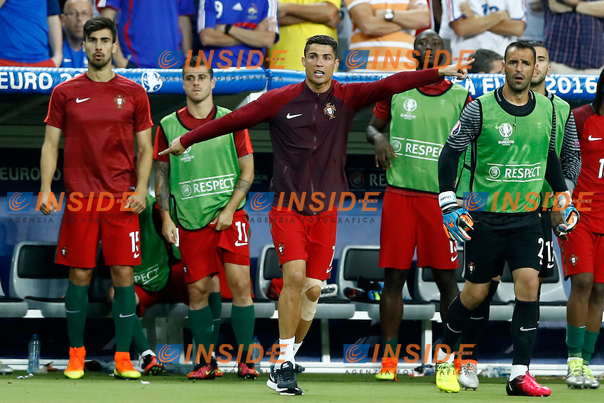 Cristiano Ronaldo (Portugal) suffering with the teammates during the extra times after the knee injury. sofferenza supplementari in panchina dopo infortunio ginocchio<br /> Paris 10-07-2016 Stade de France Football Euro2016 Portugal - France / Portogallo - Francia Final / Finale <br /> Foto Matteo Ciambelli / Insidefoto