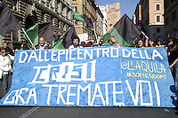 Roma,15 Ottobre 2011.Manifestazione contro la crisi e l'austerità..Corteo e scontri con le forze dell'ordine.Aquilani in corteo
