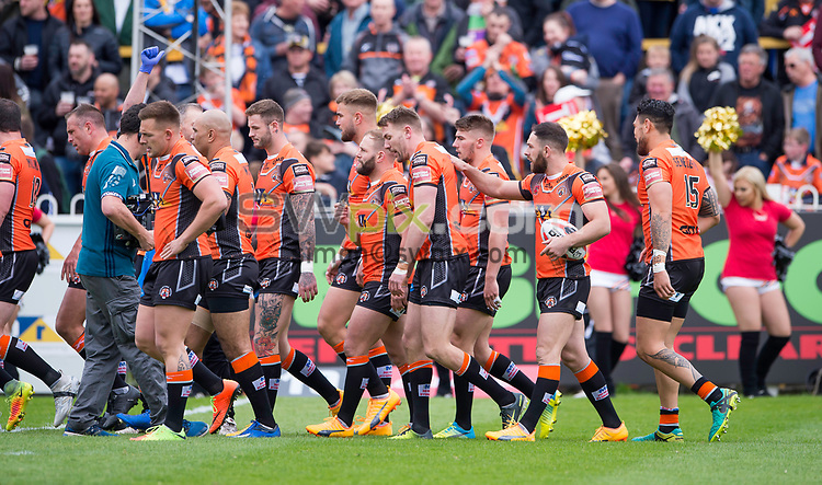Picture by Allan McKenzie/SWpix.com - 13/05/2017 - Rugby League - Ladbrokes Challenge Cup - Castleford Tigers v St Helens - The Mend A Hose Jungle, Castleford, England - Castleford's Michael Shenton is congratulated on scoring a try against St Helens.