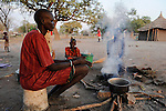 "Afrika Suedsudan Rumbek , Cuibet County , Dinka Frauen an Kochstelle im Dorf | .Africa South Sudan Rumbek , Dinka women at stove in village  .| [ copyright (c) Joerg Boethling / agenda , Veroeffentlichung nur gegen Honorar und Belegexemplar an / publication only with royalties and copy to:  agenda PG   Rothestr. 66   Germany D-22765 Hamburg   ph. ++49 40 391 907 14   e-mail: boethling@agenda-fototext.de   www.agenda-fototext.de   Bank: Hamburger Sparkasse  BLZ 200 505 50  Kto. 1281 120 178   IBAN: DE96 2005 0550 1281 1201 78   BIC: ""HASPDEHH"" ,  WEITERE MOTIVE ZU DIESEM THEMA SIND VORHANDEN!! MORE PICTURES ON THIS SUBJECT AVAILABLE!! ] [#0,26,121#]"