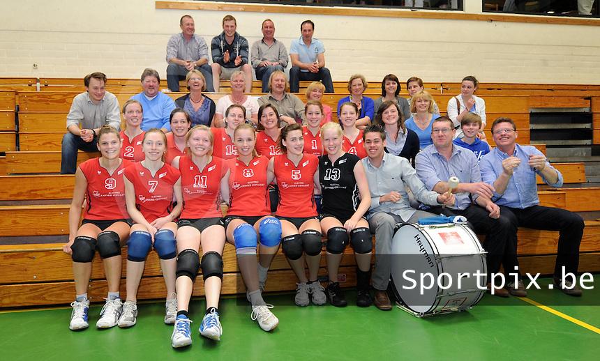 BEVO Volley B : vreugde na hun gewonnen match.foto VDB / Bart Vandenbroucke