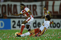 BUENOS AIRES - ARGENTINA - 02-12-2015: Federico Vismara (Der.) jugador de Huracan de Argentina de disputa el balon con Daniel Angulo (Izq.) jugador de Independiente Santa Fe de Colombia durante partido de ida por la Final, de la Copa Suramericana entre Huracan de Argentina y el Independiente Santa Fe de Colombia en el estadio Tomas A Duco, de la ciudad de Buenos Aires.  / Federico Vismara (Der) player of Huracan of Argentina vies for the ball con Daniel Angulo (L) player of Independiente Santa Fe of Colombia during a match for the first leg for the final, between Huracan of Argentina and Independiente Santa Fe of Colombia for the Copa Suramericana in the Tomas A Duco stadium, in Buenos Aires city. Photo: Ignacio Izaguirre / Photogamma / VizzorImage.