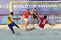 RAVENNA, ITALIA, 10 DE SETEMBRO 2011 - MUNDIAL BEACH SOCCER / BRASIL X PORTUGAL - Andre (e) jogador do Brasil, durante a partida contra os jogadores Torres (c) e Lucio (d) Portugal , válida pela semi-final do Mundial de Futebol de Areia no Estádio Del Mare, em Ravenna, na Itália, neste sábado (10).FOTO: VANESSA CARVALHO - NEWS FREE