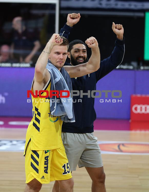 Alba Berlin jubelt über den Finaleinzug<br /> #15 Martin Hermannsson von Alba Berlin   <br /> Basketball, nph0001 1.Bundesliga BBL-Finalturnier 2020.<br /> Halbfinale Spiel 2 am 24.06.2020.<br /> <br /> Alba Berlin vs EWE Baskets Oldenburg <br /> Audi Dome<br /> <br /> Foto: Christina Pahnke / sampics  / POOL / nordphoto<br /> <br /> National and international News-Agencies OUT - Editorial Use ONLY